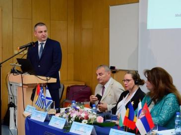 Кметът Иван Портних приветства участниците в Четвъртия международен семинар по контратероризъм