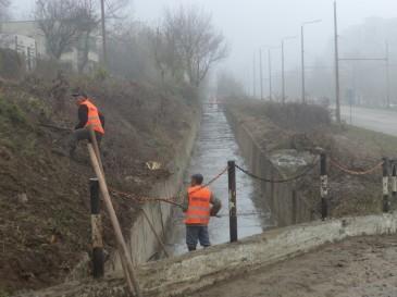 Почистват отводнителни канали и дерета