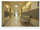 Дариха плодове и лакомства на пациентите от Детската клиника по онкология
