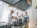 Детските кухни продължават да работят, затварят дневни центрове