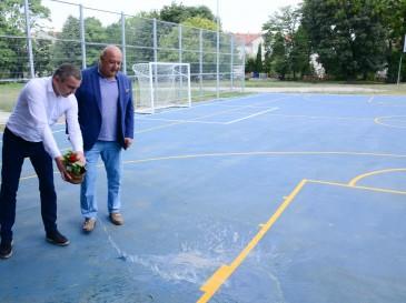 """Нова площадка събира спортуващи в двора на ОУ """"Христо Ботев"""""""