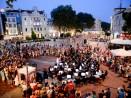 Симфоничен концерт край фонтана събра стотици почитатели на музиката