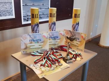 Всички отбори, класирани в призовата тройка, получиха купи, медали и грамоти, подписани от кмета Иван Портних, както и комплект демонстративни дъски за шахмат.