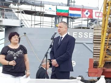 Церемония по кръщаване на нов кораб се проведе край Варна