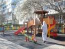 Дезинфекцират спортни и детски площадки, подлези и гари