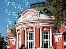 Хитове от мюзикъли от балкона на театъра във Варна